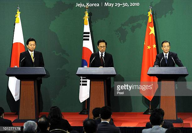 Japanese Prime Minister Yukio Hatoyama South Korean President Lee MyungBak and Chinese Premier Wen Jiabao attend the press conference of the East...