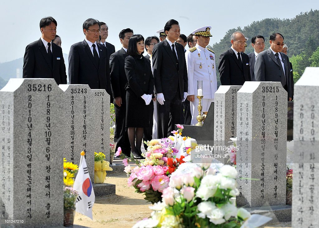 Japanese Prime Minister Yukio Hatoyama (C) visits the national cemetery to pay homage to the 46 sailors killed in March, sinking of a South Korean warship, in Daejeon, south of Seoul, on May 29, 2010. Hatoyama arrived in South Korea for a two-day stay to attend an annual summit with the leaders of South Korea and China.