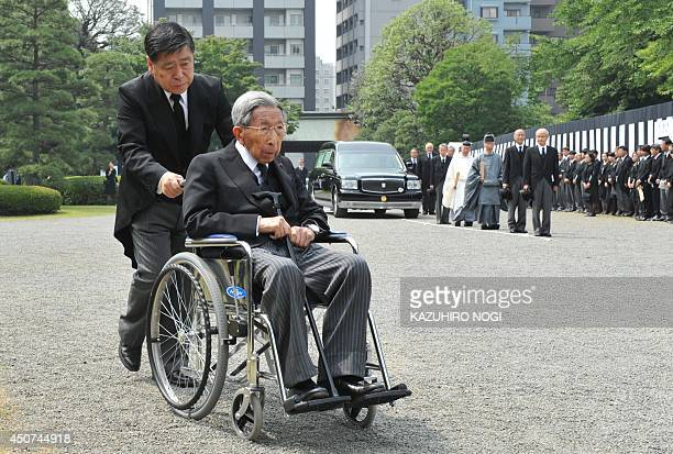 Japanese Prince Mikasa 98yearold uncle of Emperor Akihito arrives in front of a hearse carrying the coffin of his late son Prince Katsura during the...