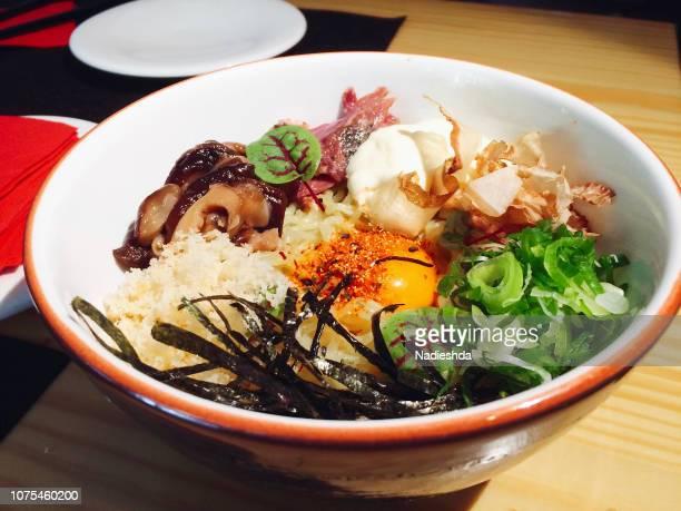 japanese ramen in a bowl - japanische küche stock-fotos und bilder
