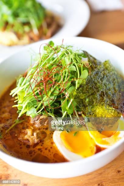 日本ラーメンのスープ豚肉と玉子のスープ
