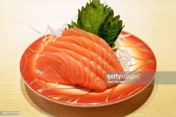japanese raw salmon sashimi - sashimi fotografías e imágenes de stock