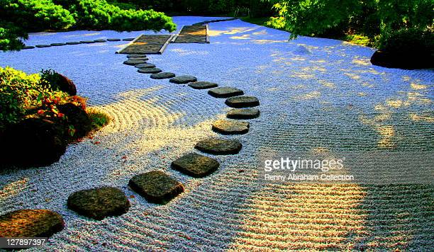 japanese rock garden - japanese garden stock photos and pictures