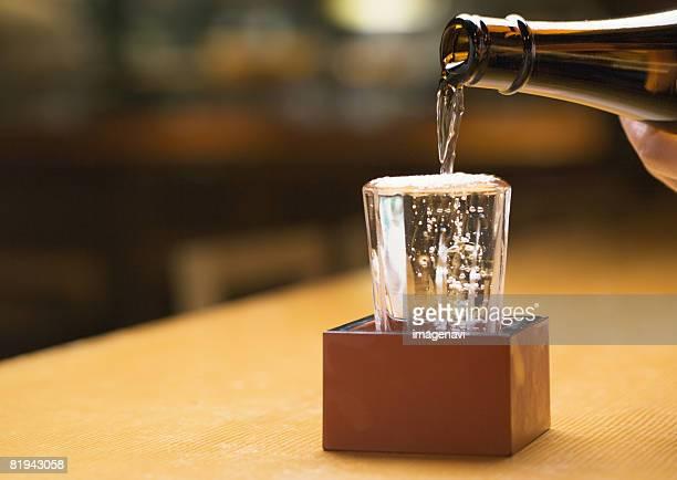 japanese sake - saki fotografías e imágenes de stock