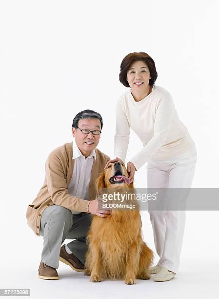 japanese senior couple smiling with dog - ガールフレンド ストックフォトと画像