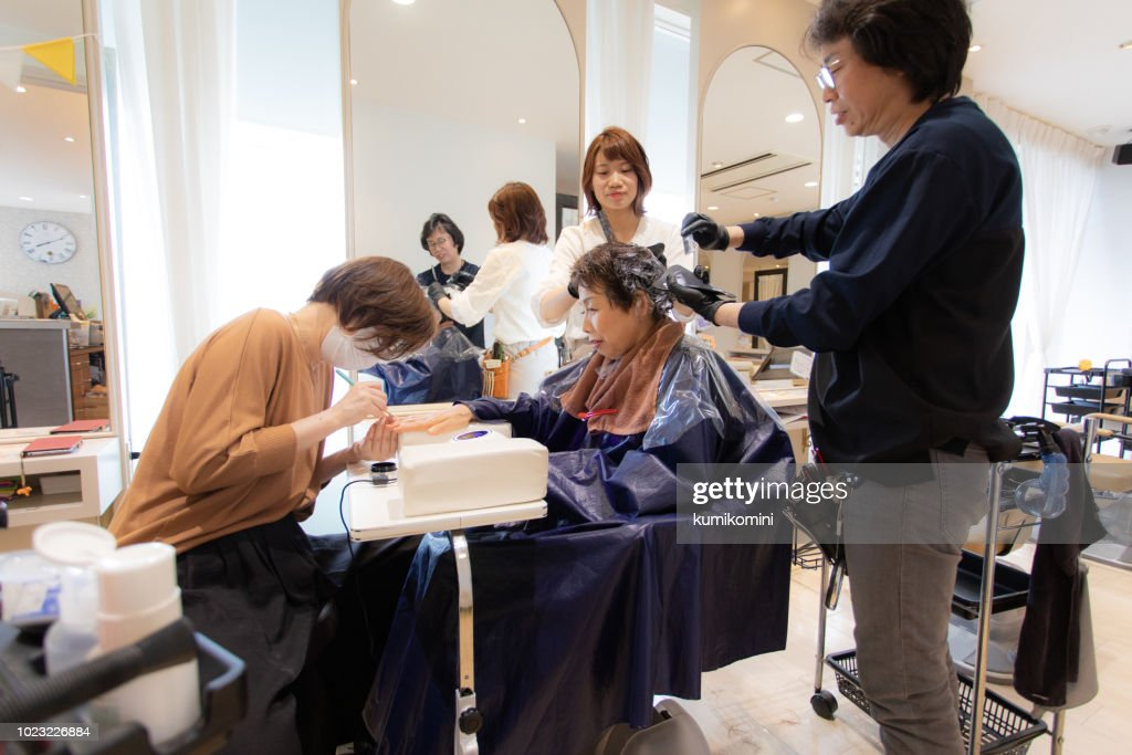 Japanese senior woman having beauty treatment : Stock Photo