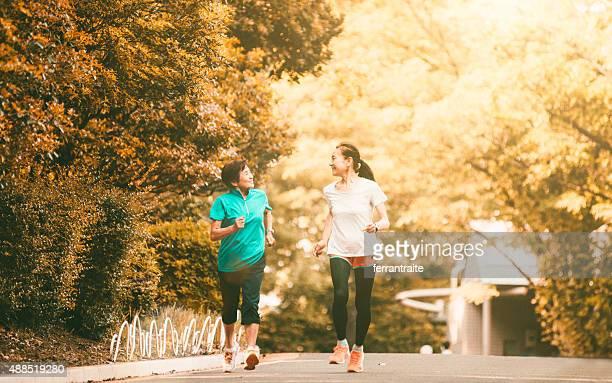 senior mujer corriendo japonés