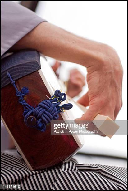 japanese shamisen player - vangen imagens e fotografias de stock