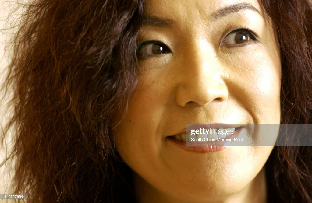 "Japanese singer Yumi Matsutoya, or ""Yuming"", pictured at the Ritz Carlton Hotel, Central.  02 August 2003. : Foto jornalística"