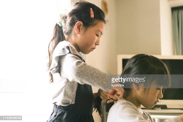 日本の姉妹 - 姉妹 ストックフォトと画像
