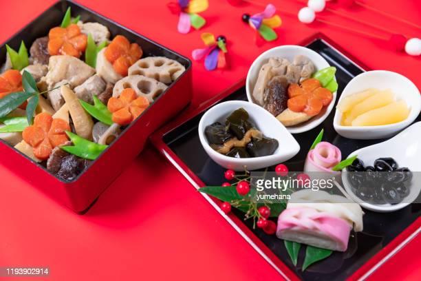 japansk stil nyårs måltid kallas osechi - nimono bildbanksfoton och bilder