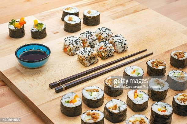 japanese sushi set - daniele carotenuto stock-fotos und bilder