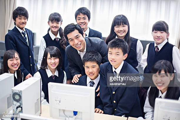 日本の教師が、彼の学生のコンピュータ級