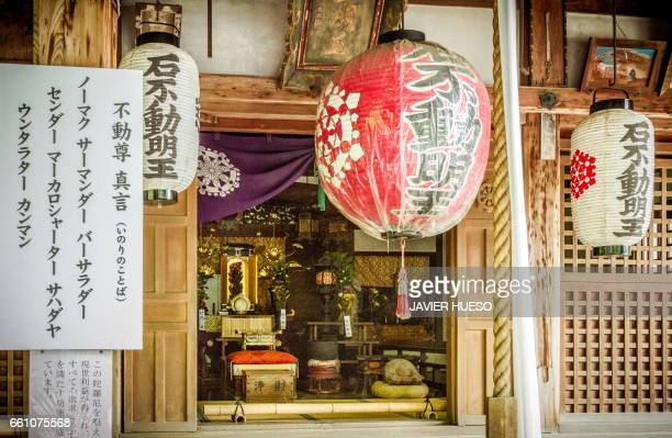 japanese temple - símbolo stock photos and pictures