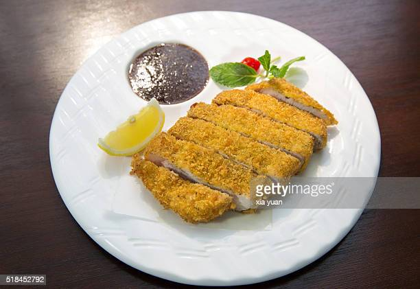 japanese tonkatsu with soy sauce served in plate on table - tonkatsu photos et images de collection