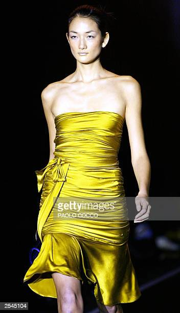 Japanese top model Aj Tominaga displays an outfit by Colombian designer Silvia Tcherassi show during Milan's 2004 Spring/Summer fashion week 29...