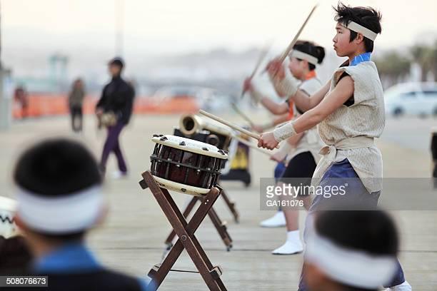 日本の伝統的な和太鼓やドラム