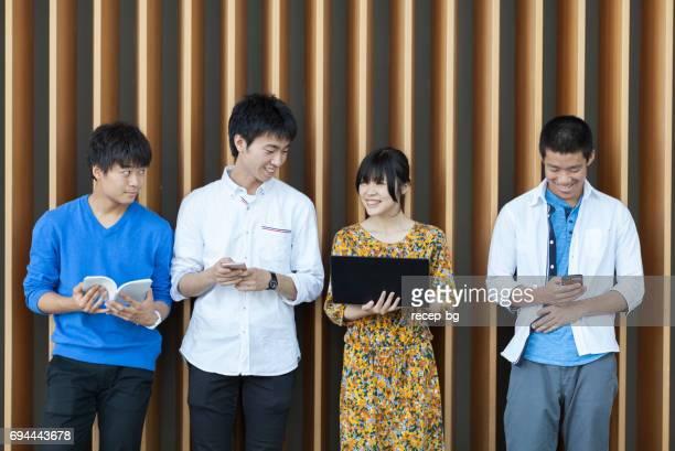 日本人大学生の技術を使用して