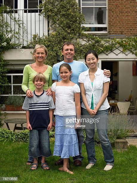 日本の女性、英語でご家族の庭