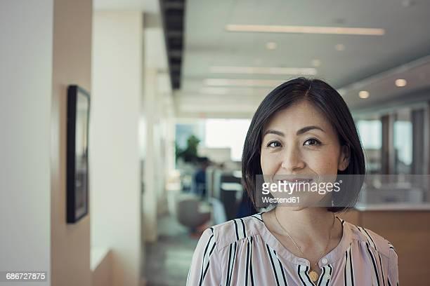 japanese woman in office, portrait - 30代 ストックフォトと画像