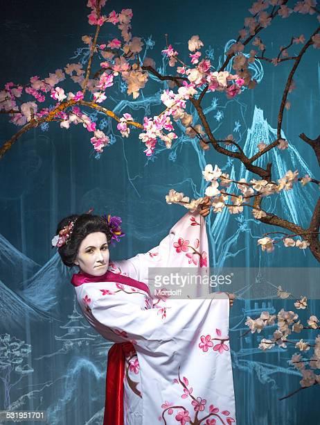 日本の女性、ホワイトの着物