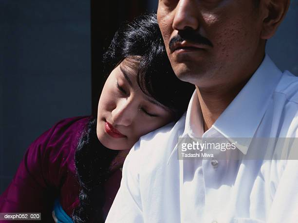japanese woman leaning on man's shoulder - 中年カップル ストックフォトと画像