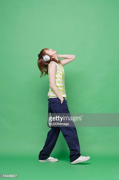japanese woman listening to music with wearing headphone - 20 24歳 ストックフォトと画像