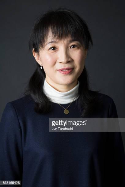 japanese woman on black back ground - oorhanger stockfoto's en -beelden