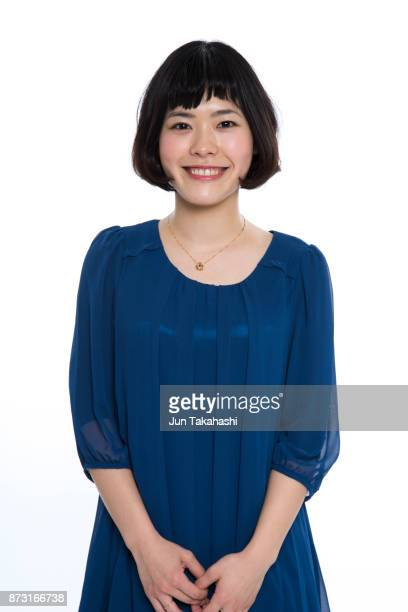 japanese woman on white back ground - 20代 ストックフォトと画像