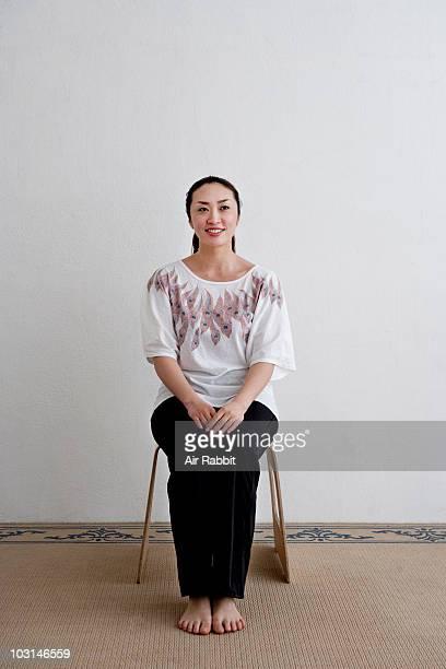 japanese woman sitting on a stool - health2010 ストックフォトと画像