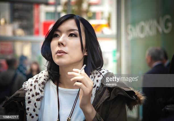 日本の女性禁煙)