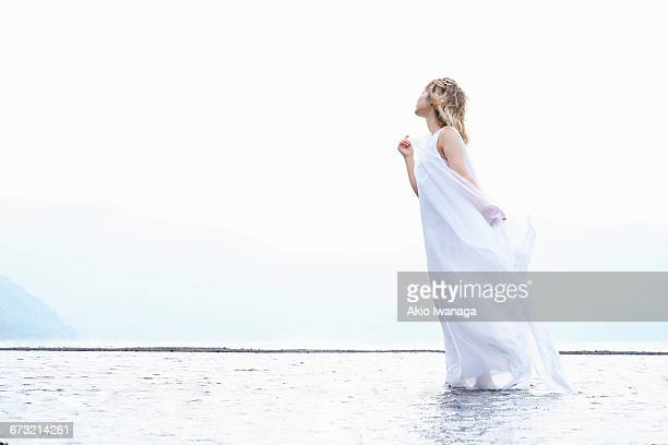 japanese woman standing in lake - akio iwanaga ストックフォトと画像