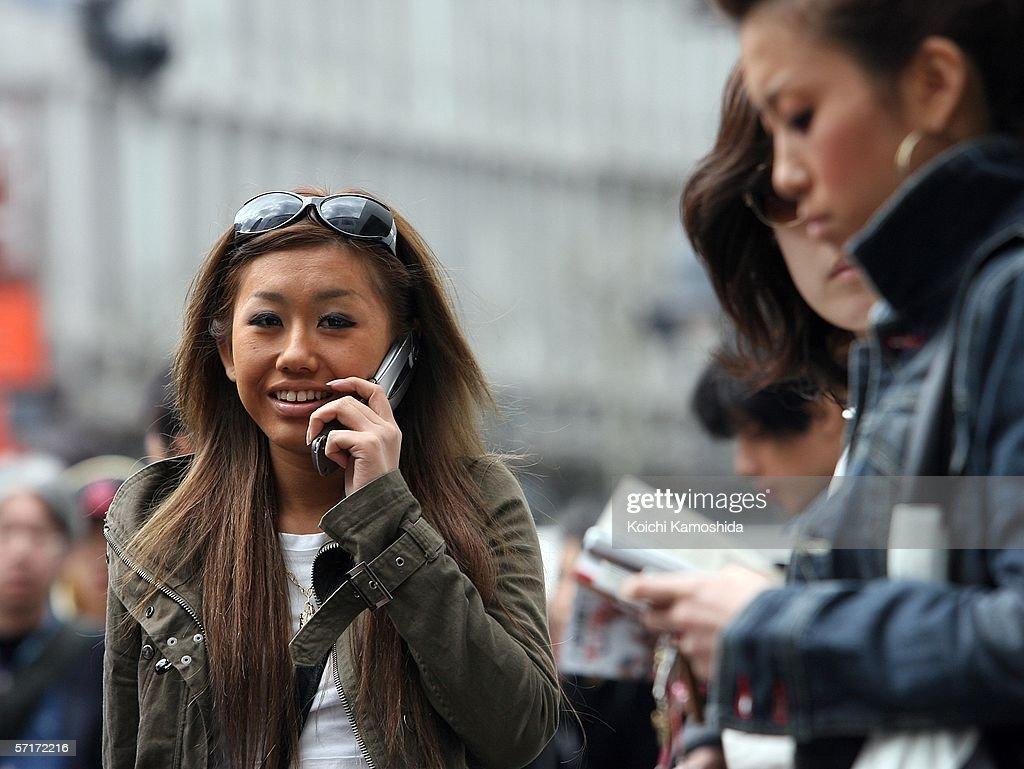 Softbank Corp Buys Vodafone's Japanese Cellphone Unit : News Photo