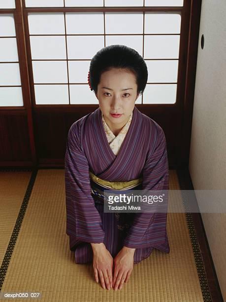 japanese woman wearing kimono, sitting on floor - 優美 ストックフォトと画像