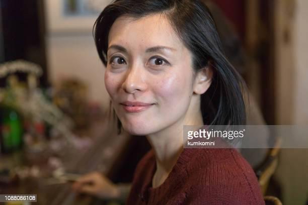 美しい笑顔で日本人女性 - 40代 ストックフォトと画像