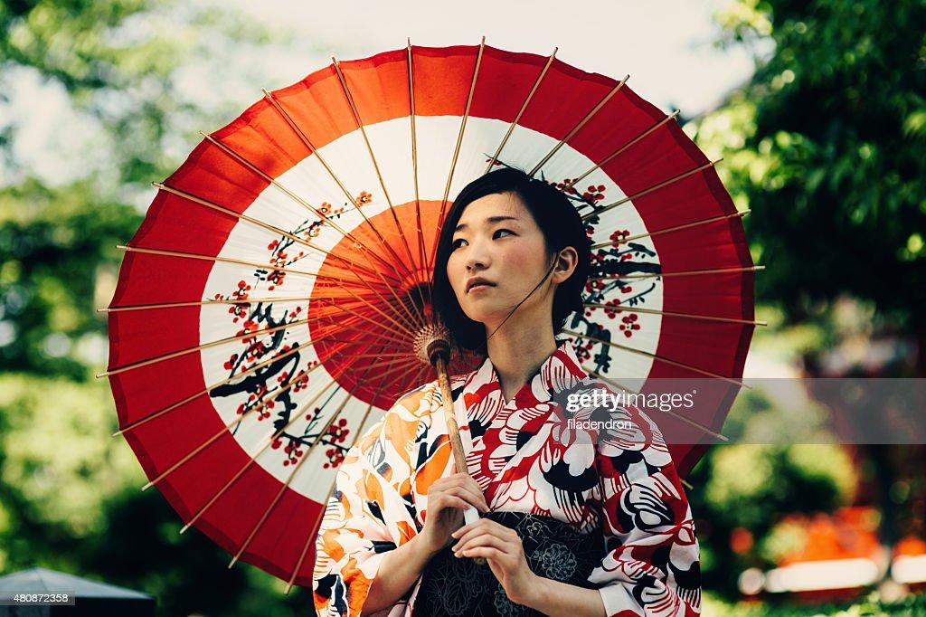 Japanische Frau mit Öl Papier-Regenschirm : Stock-Foto