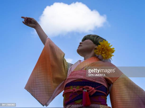 japanese women dancing with kimono - seijin no hi stock pictures, royalty-free photos & images