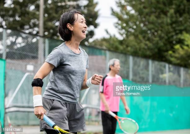 japanese women enjoying tennis with friends - スポーツ  ストックフォトと画像