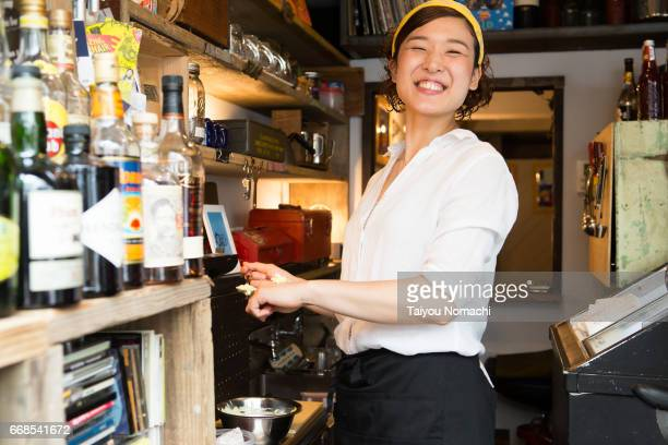japanese women working at a cafe - japanese ol ストックフォトと画像
