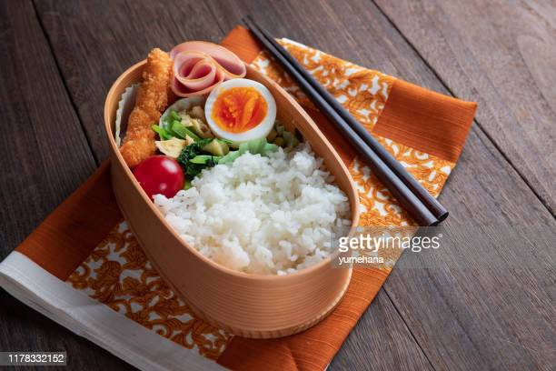 日本の木の弁当箱、マギワッパ - 自家製 ストックフォトと画像