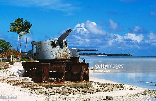 japanese world war ii artillery on beach. - kiribati imagens e fotografias de stock