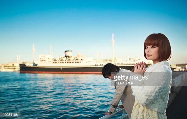 日本の若いカップル遮断出力