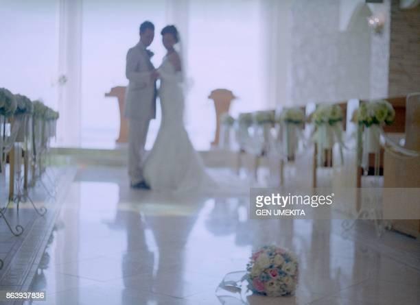 japanese young couple wedding,okinawa,japan - 礼拝堂 ストックフォトと画像