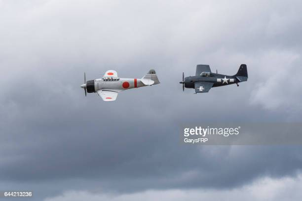 a6m2 japanese zero u.s. navy f6f hellcat airshow 2016 oregon - mitsubishi a6m zero stock photos and pictures