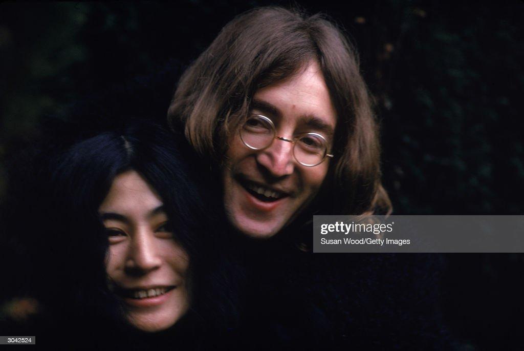 Yoko Ono & John Lennon : News Photo