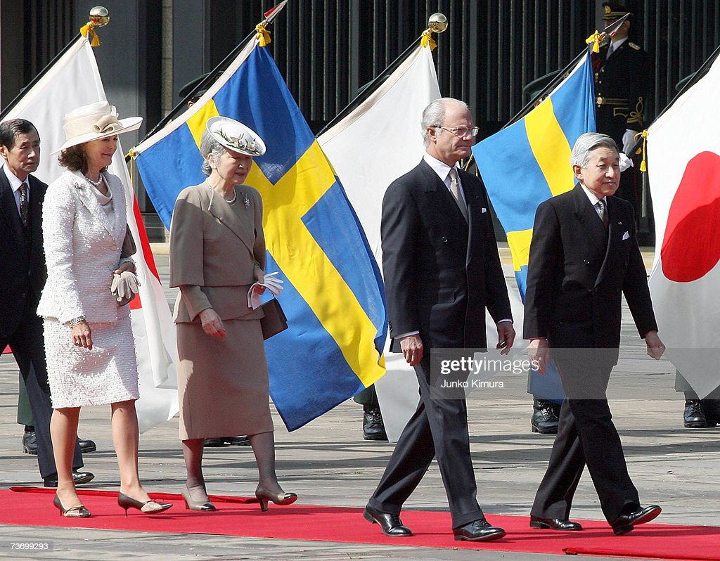 Japaneses Emperor Akihito, Swedish King Carl XVI Gustaf, Japanese Empress Michiko and Swedish Queen Silvia attend a welcoming ceremony at the Imperial Palace on March 26, 2007 in Tokyo, Japan. The King and the Queen are on a week trip to Japan.