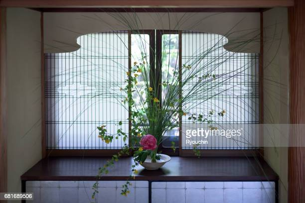 japanese-style room and ikebana - ikebana stock pictures, royalty-free photos & images