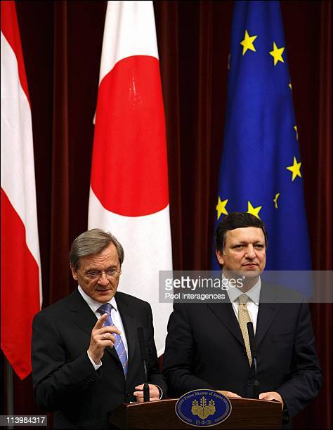 JapanEUDiplomacy In Tokyo Japan On April 24 2006 Austrian Chancellor Wolfgang Schuessel answers a question while European Commission President Jose...