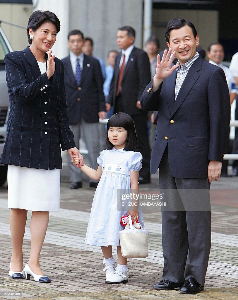 Japan's Crown Prince Naruhito (R) and Cr : News Photo