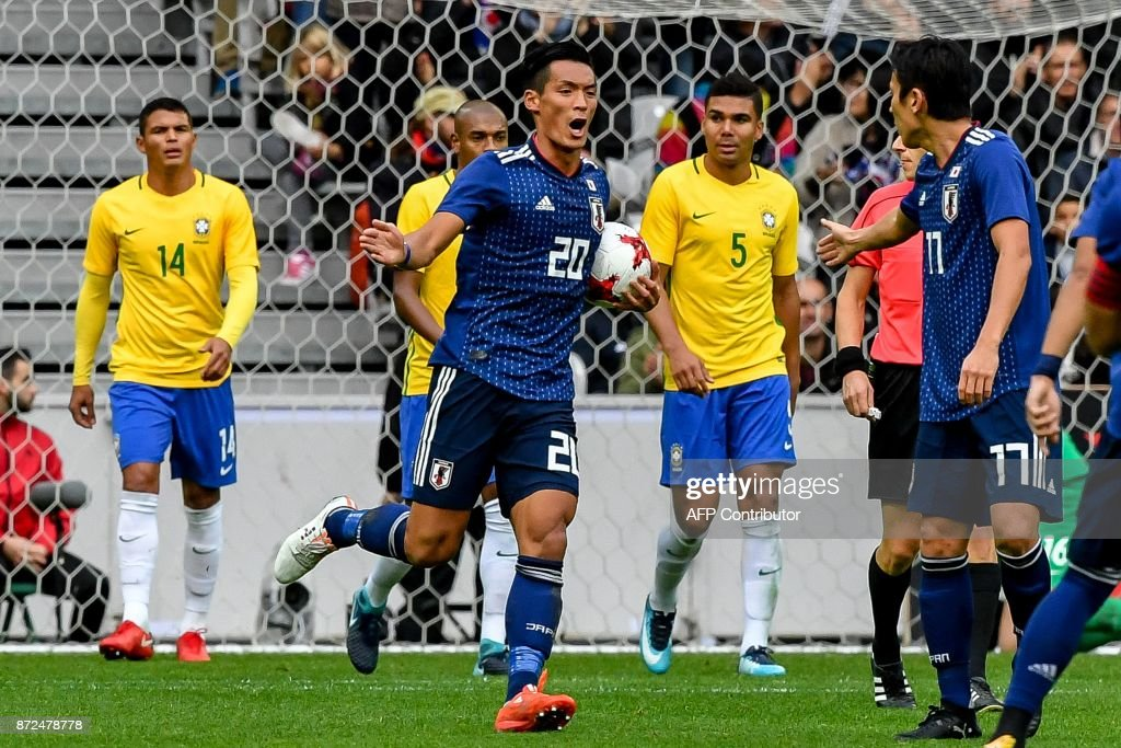 Japan's defender Makino Tomoaki (C) celebrates with teammates after scoring a goal during the friendly football match between Japan and Brazil on November 10, 2017 at the Pierre Mauroy Stadium in Villeneuve d'Ascq, northern France. /